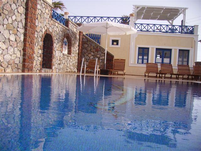 HOTEL THIRA & APARTMENTS